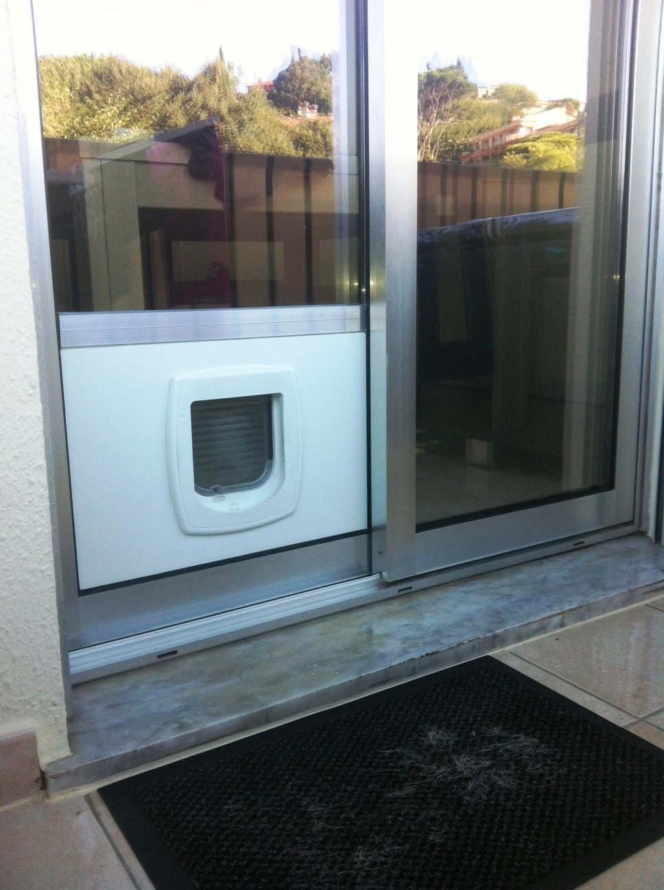 Baie vitre double vitrage baie vitree coulissante with for Installer chatiere porte garage