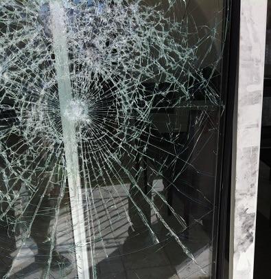 vitre cassée sophia-antipolis